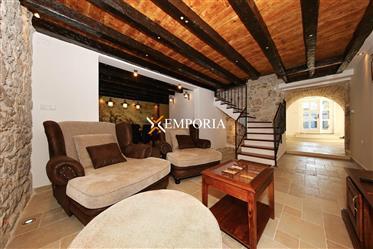 Prekrasna autohtona dalmatinska kamena kuća na otoku Viru