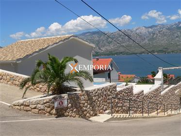 Nova vila s bazenom u mediteranskom kamenom stilu, Vinjerac