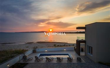 Luxury villa with pool in first sea row in Privlaka