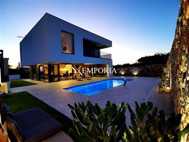 Moderna kuća s bazenom u Vrsima
