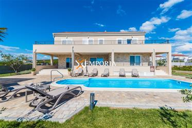 Luxury and fully equipped villa with pool in Debeljak, Sukošan