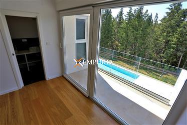 Moderna novoizgrađena kuća s bazenom u mjestu Muline na otok...