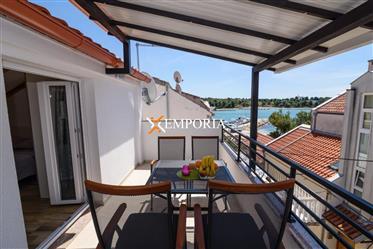 Novouređena kuća u drugom redu do mora u Diklu, Zadar