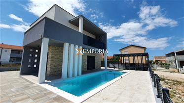 Moderna kuća s bazenom i fantastičnim pogledom na more, Vir