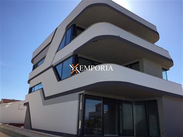 Byt v novom fantastickom dizajne budovy, Vir, 40 m od mora