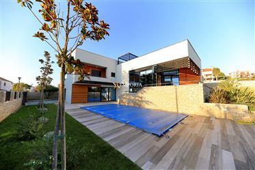 Vila s bazenom na ekskluzivnoj lokaciji, Kožino