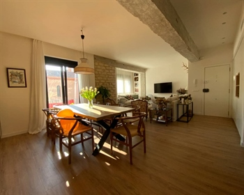 Spectacular apartment in the center of Alicante. Large living room with kitchenette, high