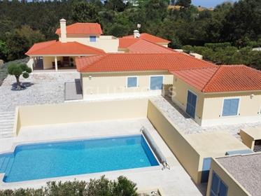 Casa com piscina na Costa da Prata, perto de Óbidos com potencial para investimento B&B