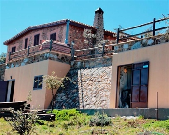 Just 3km from Cabeza de Vaca lies this 2has finca, with fantastic views over the nearby co...
