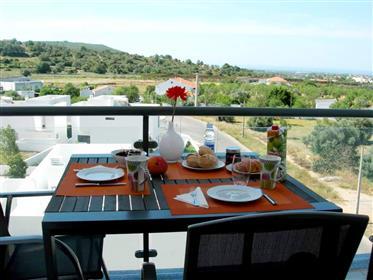 Apartamento T3 com vista mar e piscina