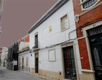 Duas casas serão reformadas no centro de Faro