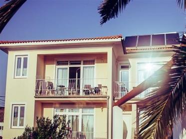 Bonita Moradia Com 4 Apartamentos Perto Da Praia