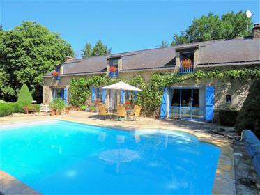 Très Rare ! Allaire : Superbe propriété de caractère avec piscine chauffée et parc de 8500m2 . Pas