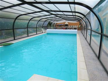Le Guerno 7km Muzillac 12km beaches. Superb  'Villa' bungalow with heated pool. Construction 2008. E