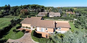 Luxury villa for sale in Roma Olgiata complex