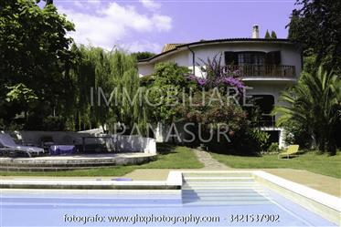 Detached Villa Of Large Size With Pool And Land