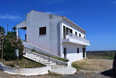 Large 3 bed property  in Ourique