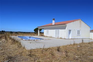 Casa com piscina perto de Ourique