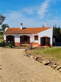 Bm 117 Immaculate 2 bed, villa in Ourique