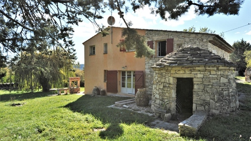 In the mountains of Giono, house with swimming pool on the edge of the village