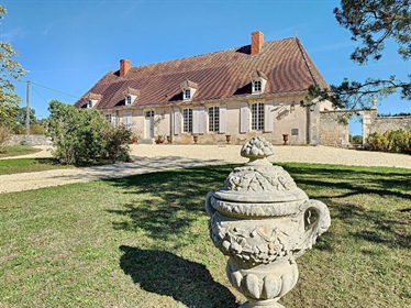Indre/Cher, Berry – A renovated 18th century property set in...