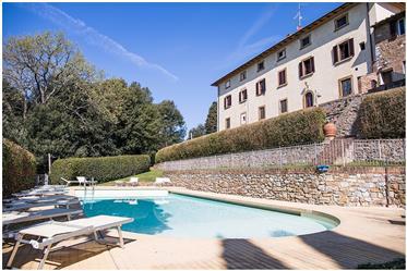 Hamlet for sale close to San Gimignano