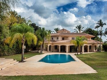 Palatial Mansion in Kfar Shmaryahu
