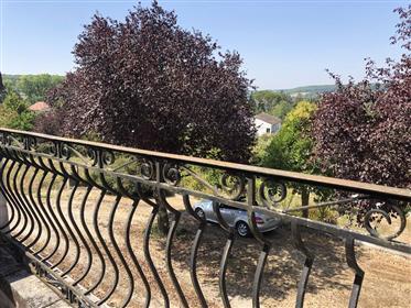 Villa Zes kamers rand van dorp alle winkels met grote tuin