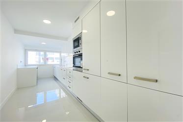 Apartamento T3 em Cascais com garagem box