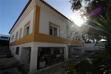 Moradia Isolada V4, em Vila Nogueira de Azeitão.