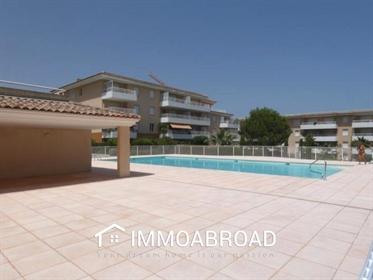 Centre-Ville et au calme dans Résidence haut de gamme avec piscine, très bel appartement 2