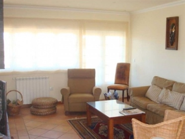 Magnificent property located in Reguengo-Lourinhã, fully walled, which gives it great priv