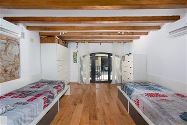 Duplex Exclusif avec Patio et Terrasse à Poblenou, Barcelone