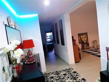 Apartamento T2 Remodelado para Venda