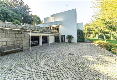 Excelente propriedade em Guimarães