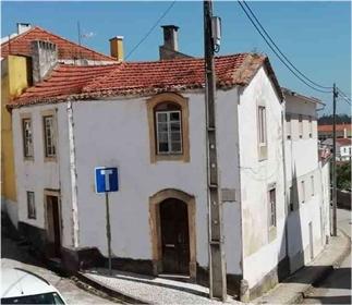 Casa tradicional de aldeia para renovar