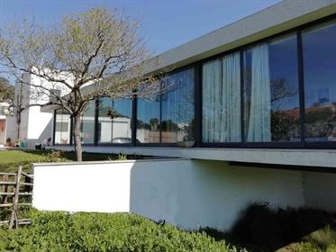 Oportunidade de adquirir qualidade de vida. Quinta com 4250 m2 e moradia contemporânea T3