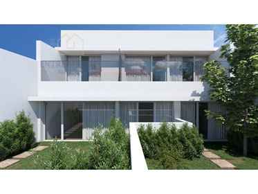 Townhouse duplex house T2, next to Jardim do Morro, to buy in Vila Nova de Gaia P