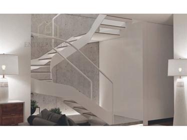 Apartamento T3 duplex com varandas e duplo lugar de garagem em construção no centro do Porto