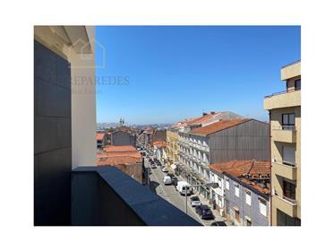 Lindo apartamento T2 localização privilegiada, Vila Nova de Gaia, com varanda e garagem.