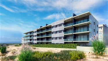 Apartamento de 3 dormitorios en urbanización junto al mar