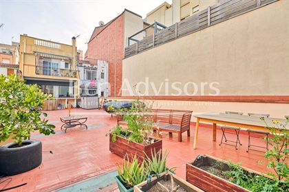 Wonderful refurbished loft with a very large terrace in Poblenou. This 99 interior sqm lof