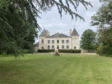 A 2h30 de Paris sud, dans le Cher (18), 30 kms de Bourges, propriété de 9 hectares env, comprenant u