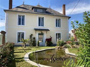 Maison rénovée d'env. 230 m² sur jardin clos d'env. 1000 m²
