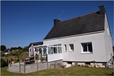 Well-Presented three-bedroom detached house in central Brittany, enjoying open views.