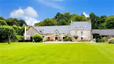A beautifully appointed 'Petit Manoir' set in three acres of gardens adjoining the River Blavet.  Th