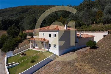 Vivenda: 385 m²