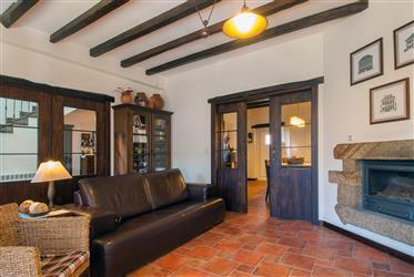 Recent T4 Villa with patio, garden, garage, annexes and pano...
