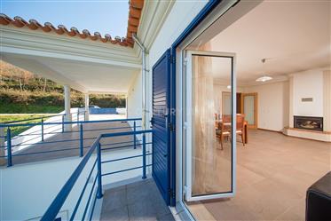 Villa de 4 chambres en très bon état avec balcon couvert, ga...