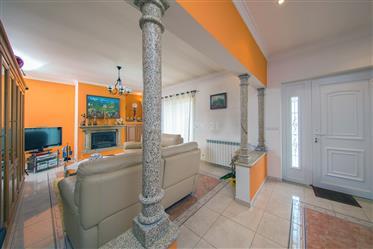 Moradia T3 de qualidade com varandas,garagem,vistas boas e t...
